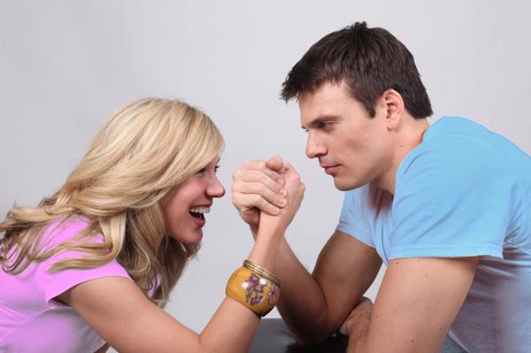 arm_wrestling_boy-girl