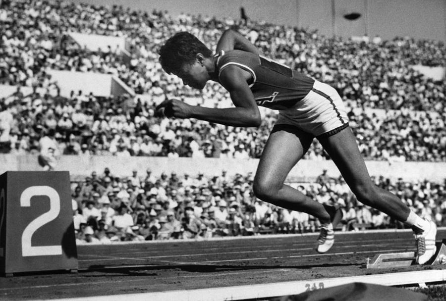 the history of track and field Track and field athletics the track and field athletics, better known as track and field, have changed significantly since their birth in olympia around 776 bc the track and field athletics are one of the greatest events to watch.