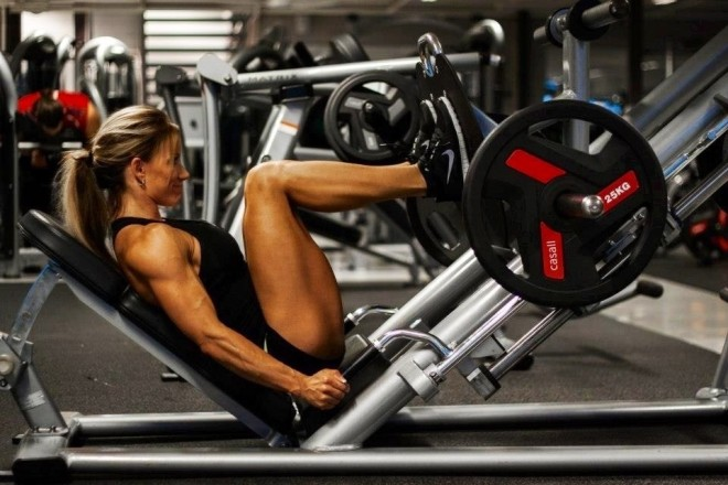 girl-leg-press-660x440