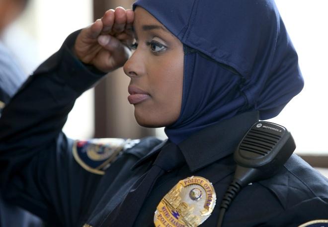 female-cop-34