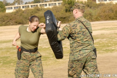 military_woman_usa_army_000904_960