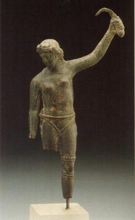 female-gladiator-statue