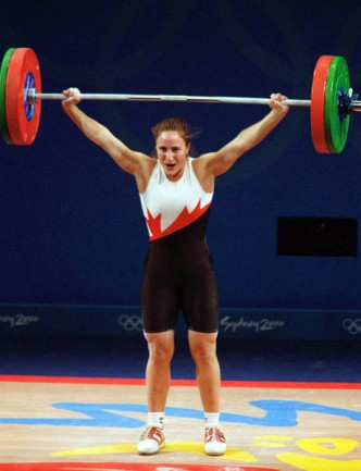Canada's Maryse Turcotte participates in the women's weightlifting event at the 2000 Sydney Olympic Games. (CP Photo/COA) Maryse Turcotte du Canada participe en haltérophilie aux Jeux olympiques de Sydney de 2000. (Photo PC/AOC)