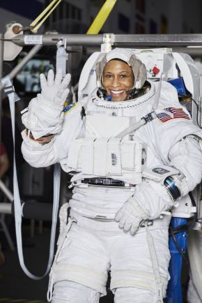 gallery-1501533907-rising-star-jeanette-epps-space-suit-0917