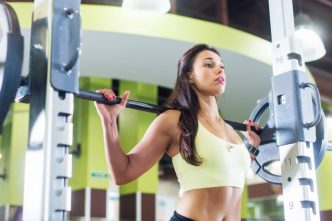 Squat-machine-image-woman-1-696x465
