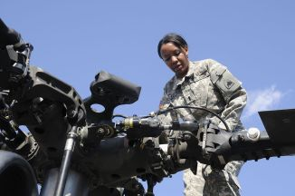 DC_Army_National_Guard_welcomes_first_African-American_female_pilot_140315-Z-IP373-049