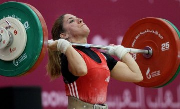 woman-weight-lift