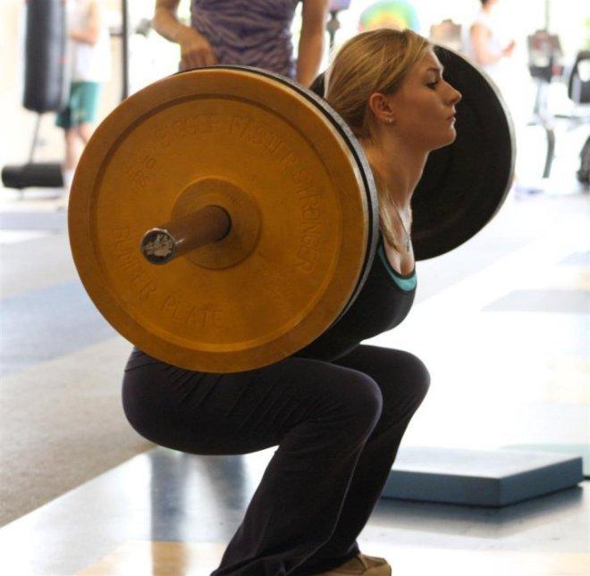 women_lifing_heavy