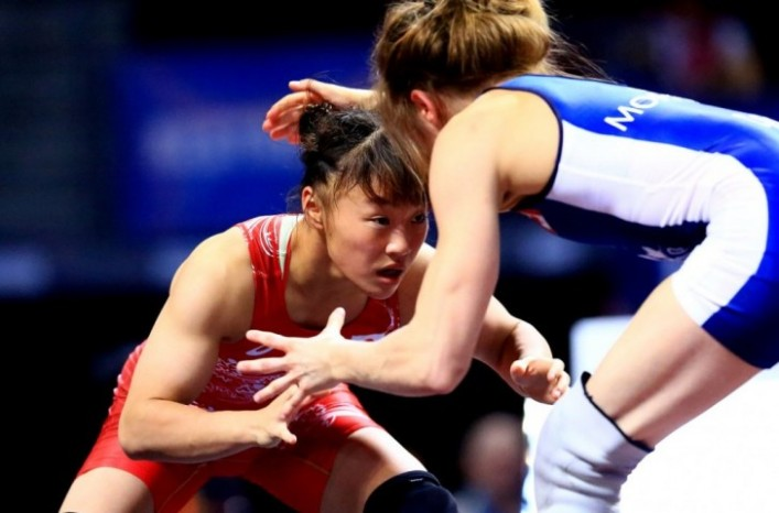 Eri Tosaka won Japan's first gold medal of the night after coming from behind to beat Azerbaijan's Mariya Stadnyk